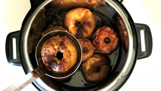 Inside_pressure_cooker_baked_apples-630x355